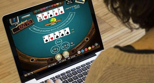 Main poker online bisa di website sbobet